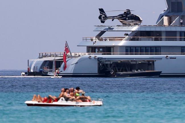 Al largo di mondello il mega yacht dell uomo più ricco di russia