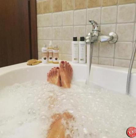 Emma Marrone posa nuda su Instagram. Insultata, risponde per le rime ...