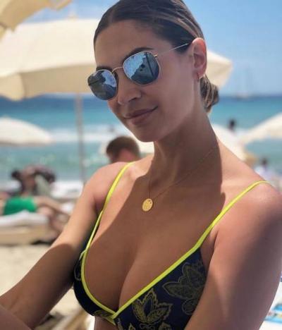 Calendario Melissa Satta.Curve Strepitose In Spiaggia Melissa Satta Super Sexy A